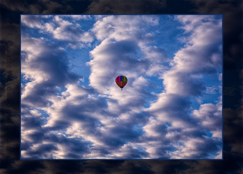 Hot Air Balloon in a Cloudy Sky Abstract Photograph Omaste Witkowski owFotoGrafik.com